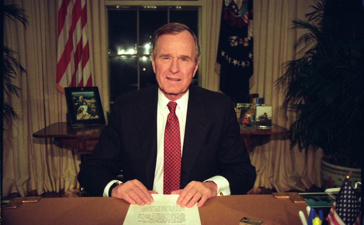 Президент Джордж Буш-старший во время обращения к нации после отставки Михаила Горбачева в 1991 году