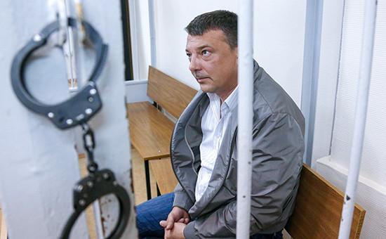 Начальник управления собственной безопасности Следственного комитета России Михаил Максименко, задержанный по подозрению в превышении должностных полномочий и получении взяток от представителей криминального сообщества, во время рассмотрения ходатайства об аресте в Лефортовском суде, 19 июля 2016 года