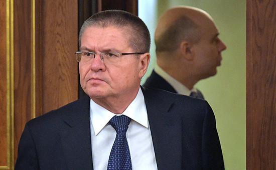Министр экономического развития РФ Алексей Улюкаев и министр финансов РФ Антон Силуанов (слева направо)
