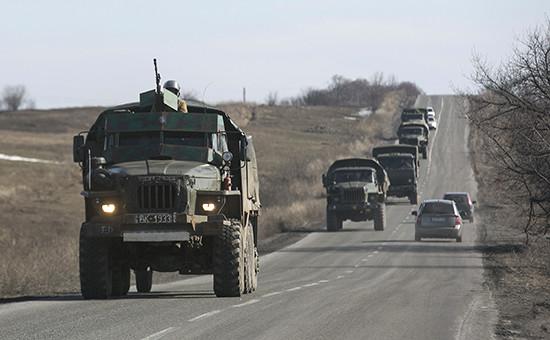 Военные самопровозглашенной ДНР готовятся к отводу войск с линии фронта Донецка, 23 февраля 2015 года