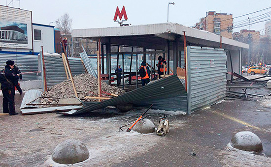 У входа вподземный переход станции метро «Коломенская», гдевзорвался газовый баллон вовремя сварочных работ