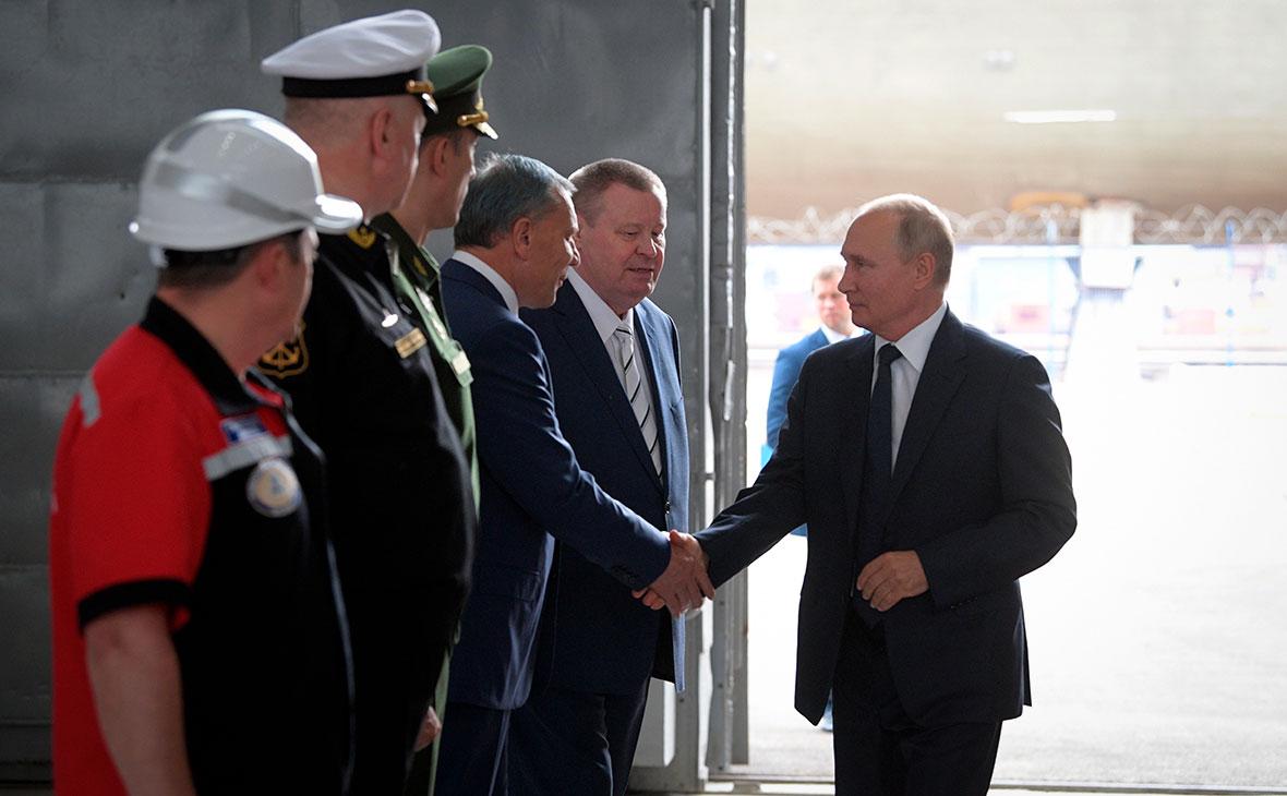 Владимир Путин на церемонии закладки боевых кораблей для Военно-морского флота РФ на судостроительном заводе «Залив» в Керчи