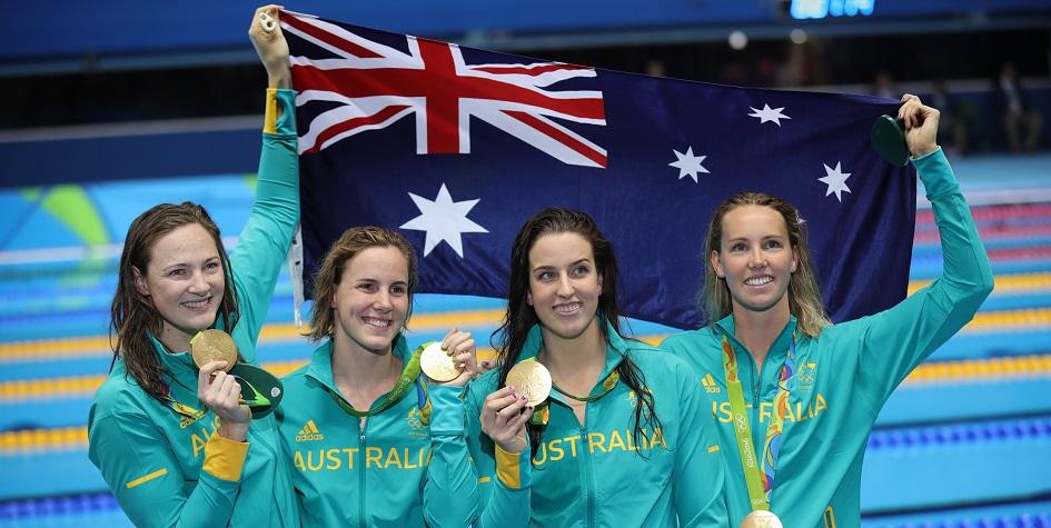 Пловчихи сборной Австралии Кейт Кэмпбелл, Бриттани Элмсли, БронтеКэмпбелл и Эмма Маккиоун (слева направо) после победы на Олимпиаде-2016 в Рио-де-Жанейро
