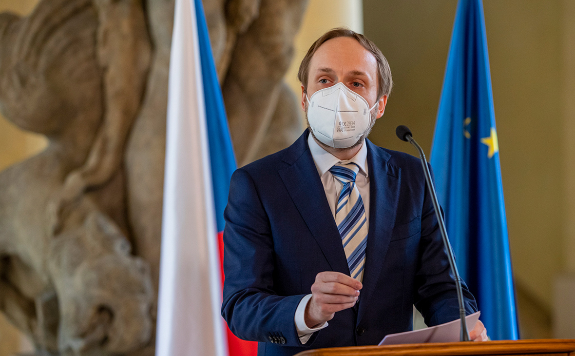 Глава МИД Чехии допустил высылку около 60 сотрудников посольства России