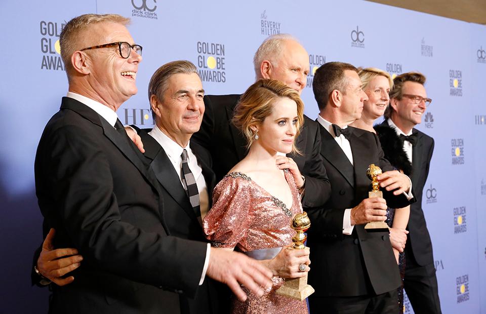 Съемочная команда сериала «Корона», признанного лучшим драматическим телевизионным проектом
