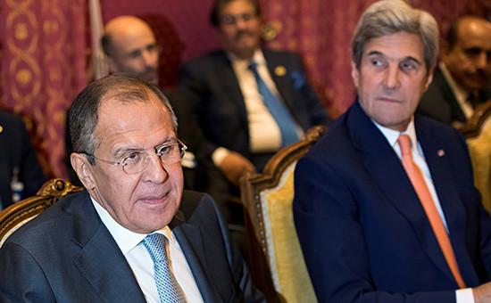 Глава МИД России Сергей Лавров и госсекретарь США Джон Керриво время переговоров по Сирии в Лозанне, 15 октября 2016 года