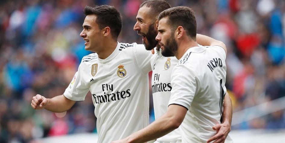 Футболисты «Реала» празднуют забитый гол в матче против «Эйбара» в чемпионате Испании