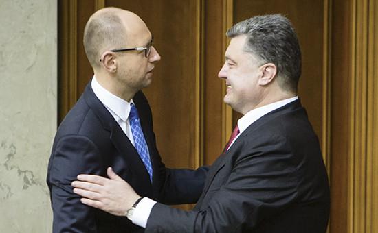 Премьер-министр Украины Арсений Яценюк (слева) и президент Украины Петр Порошенко