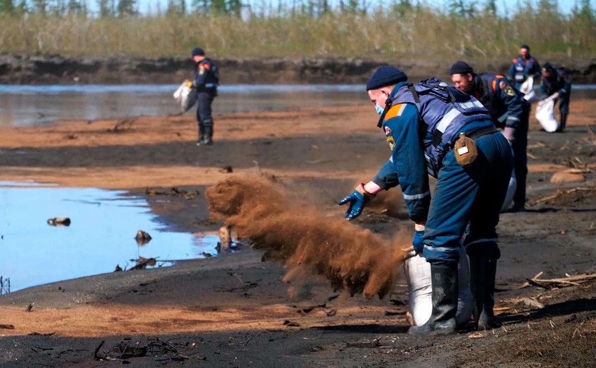 Ликвидация последствий розлива нефтепродуктов под Норильском