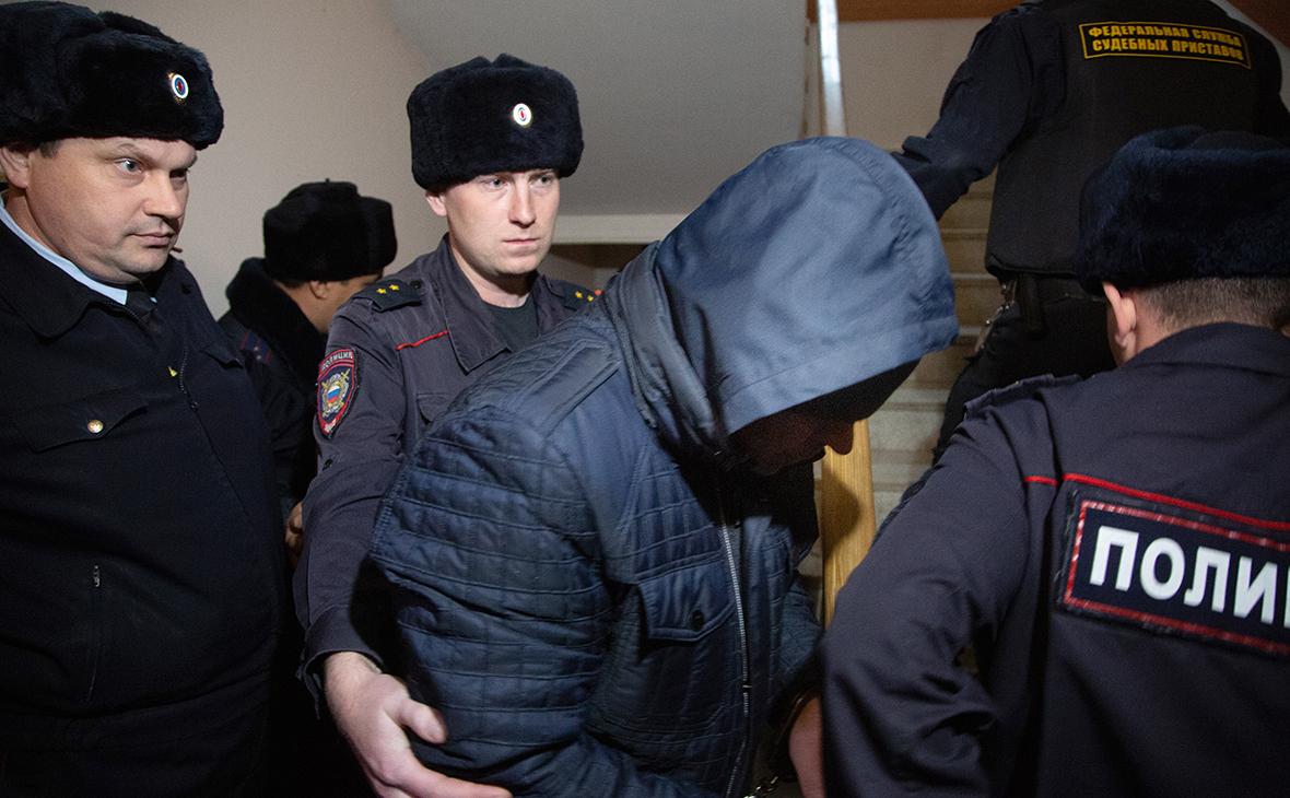 Эдуард Матвеев (в центре)