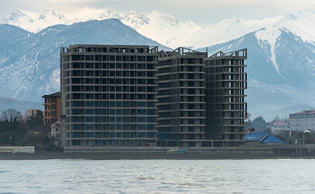 Недостроенный жилой дом наберегу Черного моря