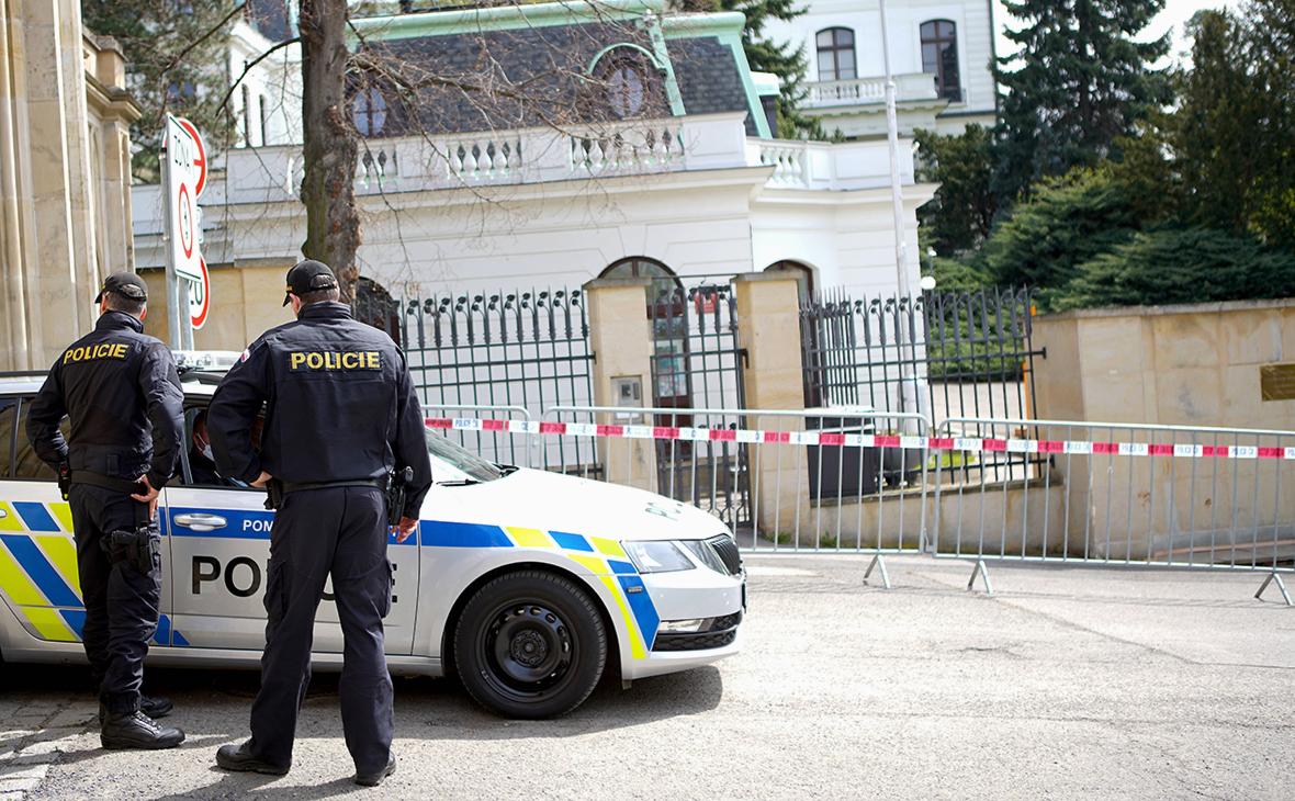 МИД обвинил Прагу в «ударе по детям» из-за ситуации с посольской школой