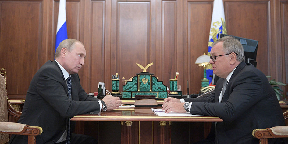 Президент РФ Владимир Путин встретился с главой ПАО «Банк ВТБ» Андреем Костиным в Кремле