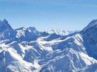 Фото: С завершением проекта горнолыжники смогут подниматься на высоту 3850 м над уровнем моря. По утверждению специалистов, канатных дорог, забирающихся на такую высоту, в Европе сейчас не строят.