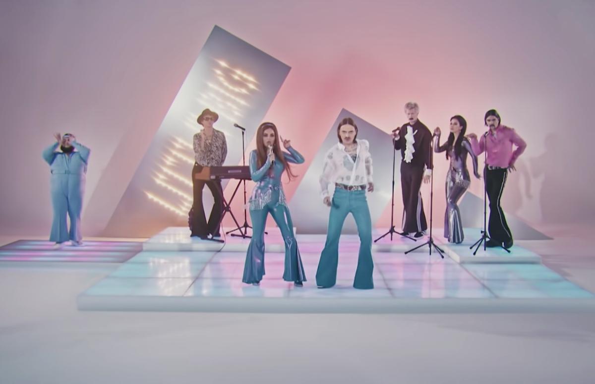 Кадр из клипа «Uno»