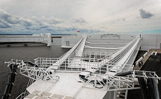 Вид на комплекс защитных сооружений Санкт-Петербурга от наводнений