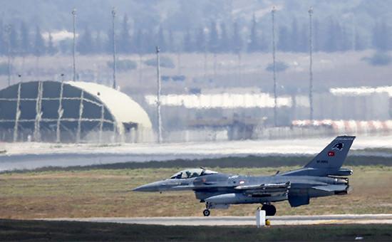 Турецкий истребитель F-16  Архивное фото