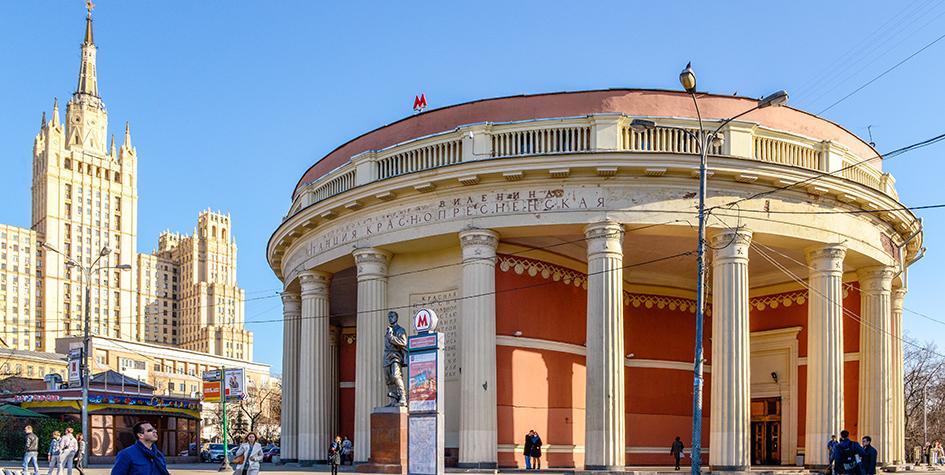 Вид на наземный вестибюль станции метро «Краснопресненская»