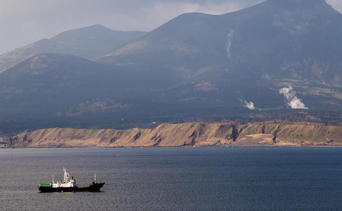 Бухта Южно-Курильская на острове Кунашир