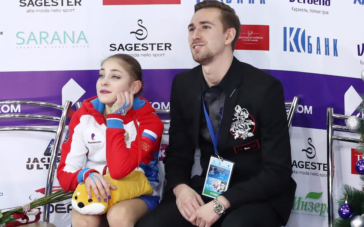 Даниил Глейхенгауз (справа) с Аленой Косторной на чемпионате России в декабре 2018 года