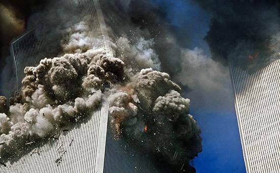 Башни Всемирного торгового центра в Нью-Йорке во время теракта,11 сентября 2001 года