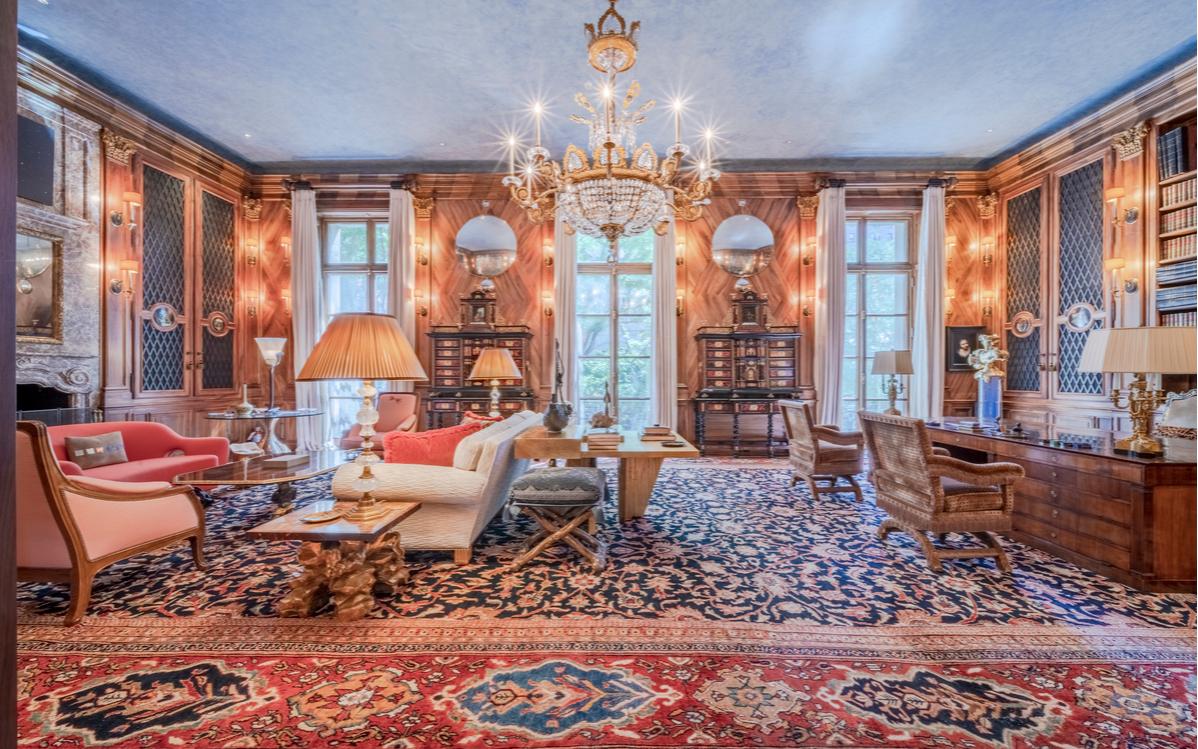 Интерьер одной из комнат в особняке Эпштейна в Нью-Йорке