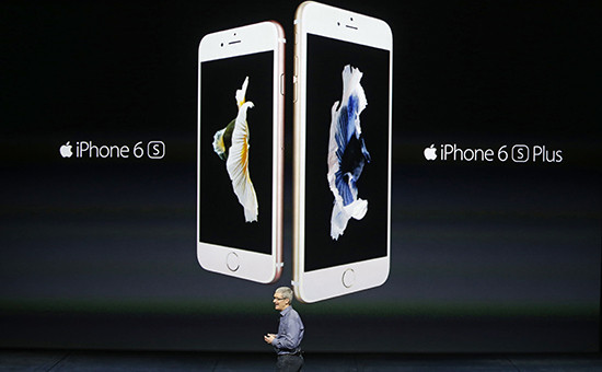 Глава Apple Тим Кук представляет новый iPhone