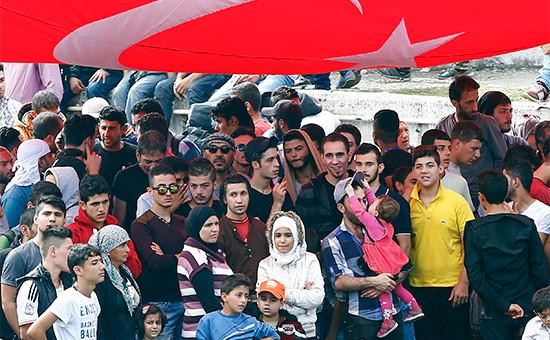 Мигранты из Сирии на автобусном вокзале в Стамбуле