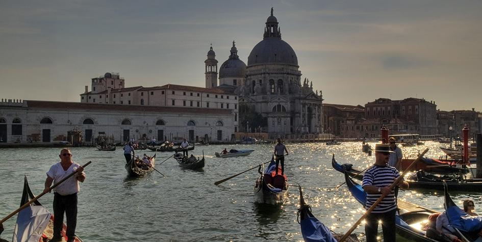 Церковь во имя Святой Марии Спасительницы в Венеции. Собор построили в честь избавления от чумы. Его возведение длилось более полувека и закончилось в 1681 году