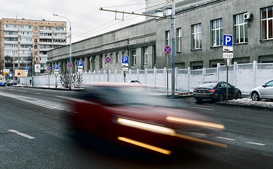 Вместе с расширением платной парковки в центральной части Москвы была существенно изменена схема организации дорожного движения, на улицах резко увеличилось количество дорожных знаков