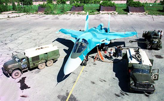Фронтовой бомбардировщик Су-34. Архивное фото