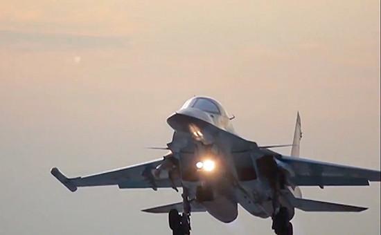 Бомбардировщик Су-34 ВКС РФ возвращается на авиабазу Хамадан после нанесения бомбовых авиаударов по объектам ИГИЛ(запрещена на территории РФ) в Сирии, 18 августа 2016 года