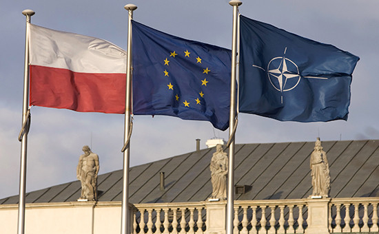 Флаги Польши, ЕС иНАТО напрезидентском дворце вВаршаве