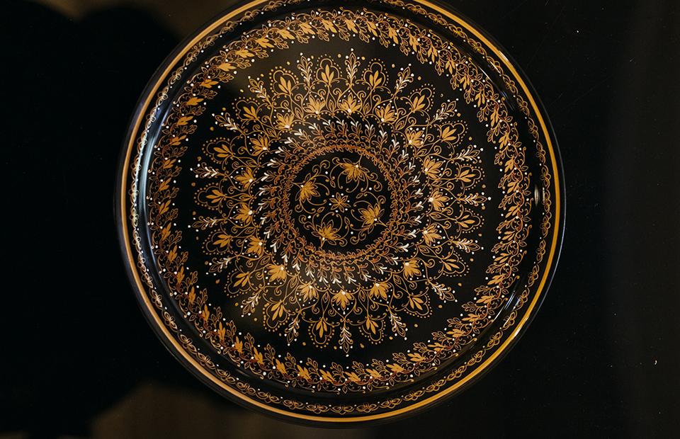 Тарелка, сделанная в рамках коллаборацииLeyla Uluhanli Interiors и Виктории Шеляговой