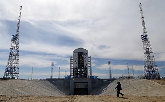 Ракета-носитель с космическими аппаратами на стартовом комплексе космодрома Восточный