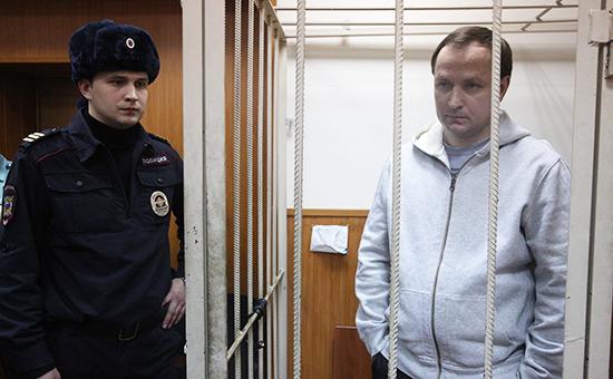 Денис Сугробов (справа)