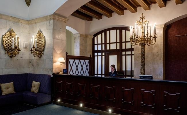 Ресепшен отеля Hilton Leningradskaya