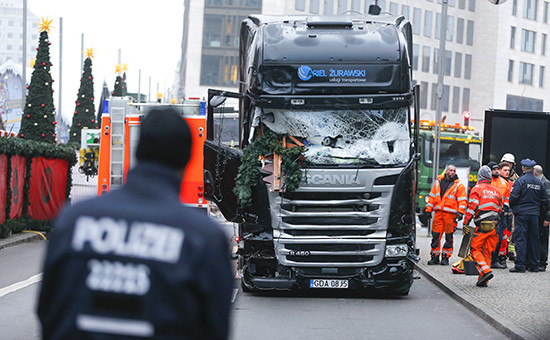 Сотрудники полиции на месте происшествия в центре Берлина