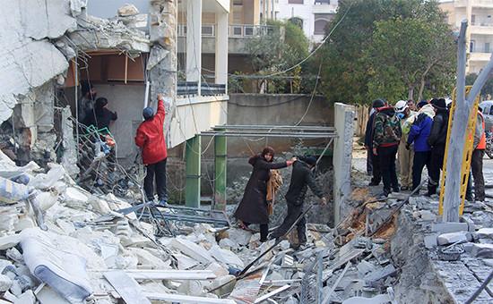 Последствия авиаударов вгороде Идлиб