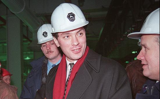 Борис Немцов 5 декабря 1995 года на заводе в Нижнем Новгороде