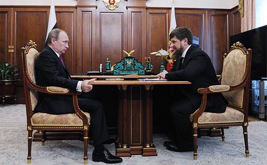 Президент России Владимир Путин иисполняющий обязанности главы Чечни Рамзан Кадыров вовремя встречи вКремле 25 марта 2016 года