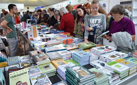 На книжной ярмарке во Львове