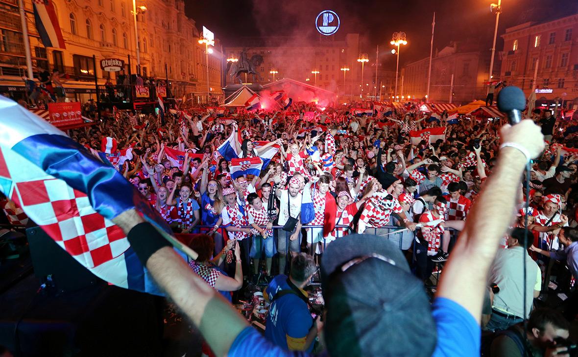 Болельщики сборной Хорватии празднуют победу