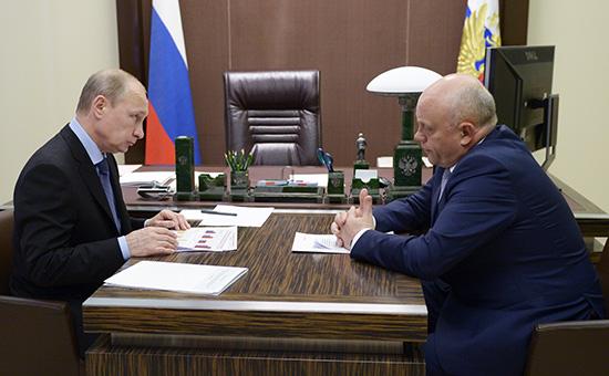 Президент РФ Владимир Путин и губернатор Омской области Виктор Назаров (слева направо) во время встречи в резиденции «Бочаров ручей»