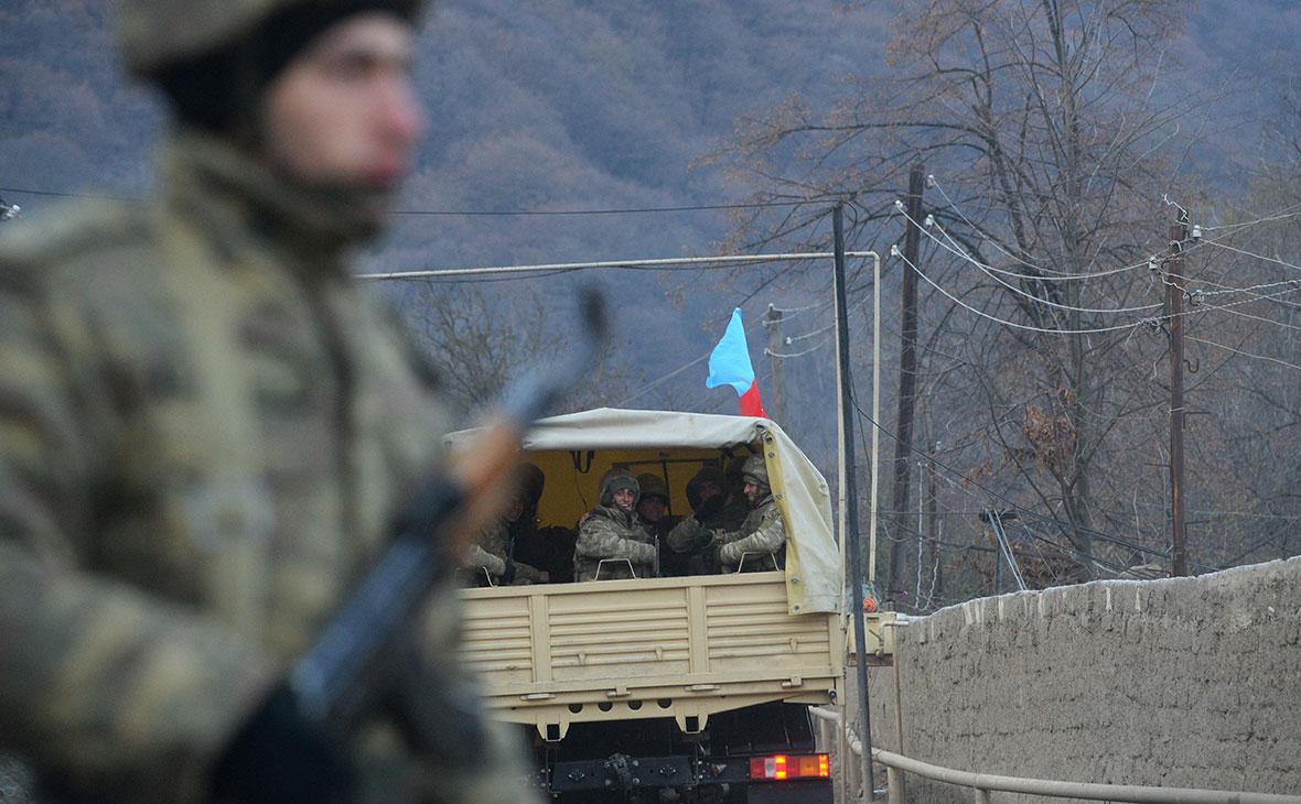 Колонна с азербайджанскими военными в Кельбаджарском районе у населенного пункта Тоганалы