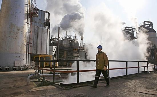 Нефтеперерабатывающий завод к югу от Тегерана, Иран