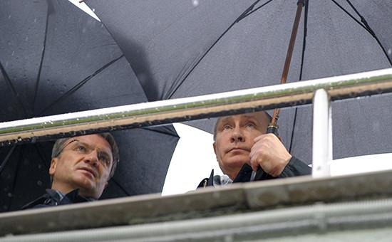 Президент России Владимир Путин (справа) и председатель правления Сбербанка России Герман Греф