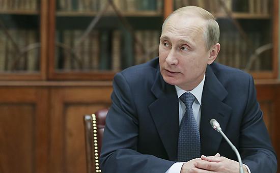 Владимир Путин на встрече с молодыми учеными и преподавателями истории в Музее современной истории России
