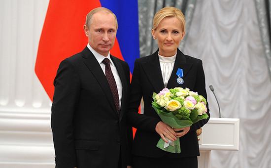 Президент России Владимир Путин и глава думского комитета по безопасностиИрина Яровая на церемонии вручения государственных наград, 31 июля 2014 года