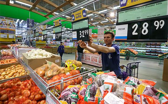 В овощном отделе супермаркета «Лента» вСанкт-Петербурге